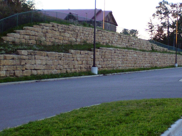 Dells Outlets Bi-Level Retaining Wall
